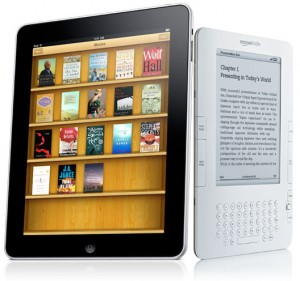 Kindle vs. iPad / photo from http://www.engadget.com/